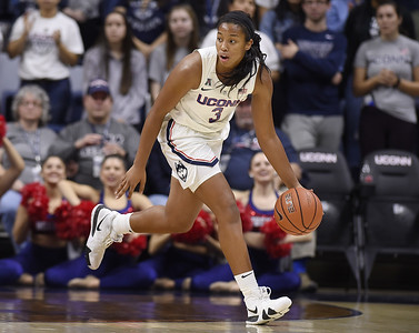 sophomore-walker-provides-needed-contribution-for-uconn-womens-basketball