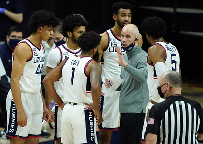 uconn-mens-basketball-continues-to-struggle-in-loss-to-providence