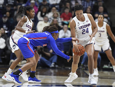 uconn-womens-basketball-team-is-all-in-on-defense-in-smu-rout