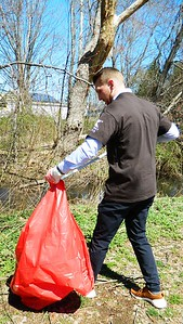 newington-manufacturer-celebrates-earth-day-with-cleanup