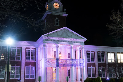 ccsu-lights-up-for-love-wins