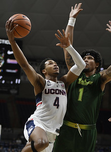 uconn-mens-basketball-snaps-threegame-losing-streak-with-win-over-south-florida