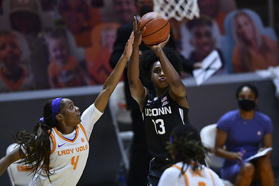 no-3-uconn-womens-basketball-holds-off-tennessee