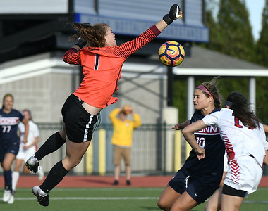 belleros-strong-second-half-leads-st-johns-past-uconn-womens-soccer-at-ccsu