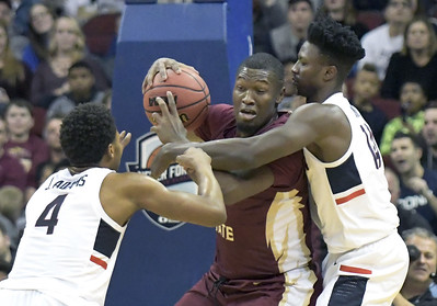uconn-mens-basketball-forward-yakwe-expected-to-be-out-rest-of-season-with-fractured-foot