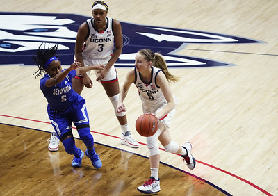 uconn-womens-basketball-overcomes-early-deficit-to-blow-out-seton-hall