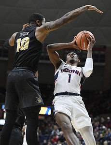 vital-doesnt-back-down-from-confrontations-in-uconn-mens-basketball-win-over-central-florida