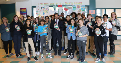 hals-academy-students-make-ornaments-for-national-tree-display