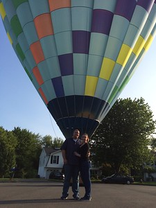 couples-spirts-high-in-flight-after-hot-air-balloon-engagement