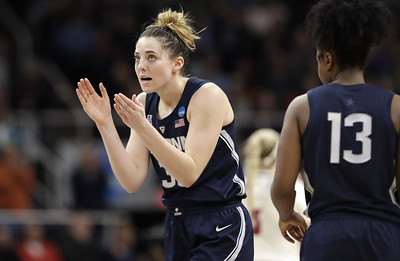 ailing-senior-samuelson-comes-up-big-for-uconn-womens-basketball