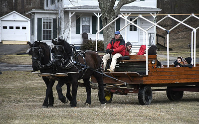 kids-tap-into-a-new-england-tradition-at-maple-festival-in-plymouth
