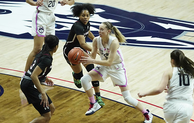 uconn-womens-basketball-moves-up-to-no-2-in-latest-ap-top-25-poll