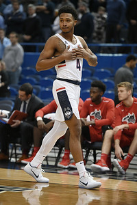 adams-gives-uconn-mens-basketball-much-needed-lift-in-win-against-stony-brook