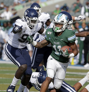 struggles-continue-for-uconn-football-routed-by-tulane-in-road-matchup