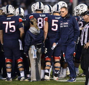 uconn-drops-prices-of-football-tickets-after-another-losing-season