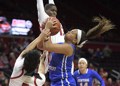 patterson-nets-1000th-career-point-but-rutgers-womens-hoops-tops-ccsu-for-stringers-1000th-career-win