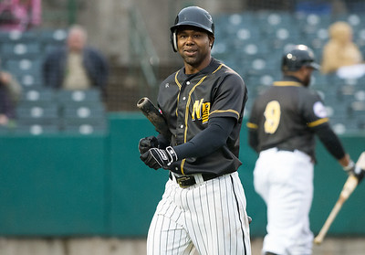 new-britain-bees-outfielder-de-aza-has-contract-purchased-by-minnesota-twins