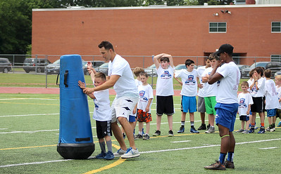 plainville-native-former-nfl-linebacker-niko-koutouvides-hosts-another-successful-youth-football-camp