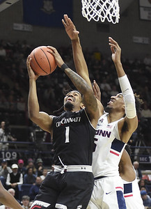uconn-mens-basketball-makes-push-but-cant-overcome-deficit-in-loss-to-cincinnati