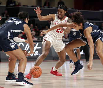 samuelson-collier-lead-way-for-uconn-womens-basketball-at-houston