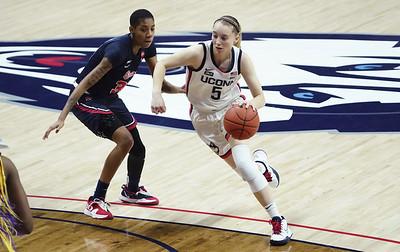 hard-work-pays-off-for-bueckers-uconn-womens-basketball-freshmen