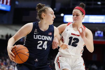 thankful-makurat-goes-full-speed-for-uconn-womens-basketball