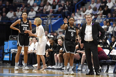 oregon-jumps-ahead-of-uconn-womens-basketball-in-latest-ap-top-25-poll
