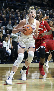 uconn-womens-basketballs-samuelson-playing-at-high-level-despite-ankle-injury