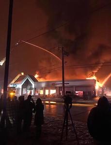 fire-destroys-southingtons-tops-marketplace
