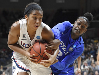 after-not-playing-in-last-years-final-four-walker-a-key-contributor-for-uconn-womens-basketball