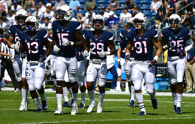 uconn-football-preparing-for-loud-carrier-dome-at-syracuse