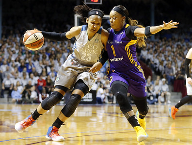 former-uconn-womens-basketball-star-moore-happy-to-see-huskiesvols-rivalry-resume