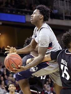 uconn-mens-basketball-blown-out-by-cincinnati