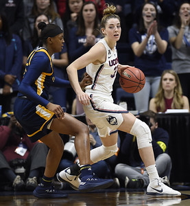 auriemma-uconn-womens-basketball-dont-take-sweet-16-for-granted