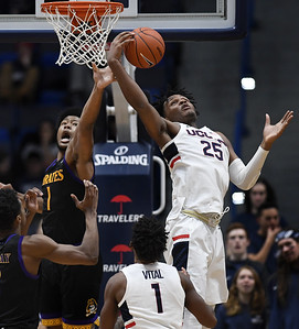 carltons-doubledouble-leads-uconn-mens-basketball-to-win-over-ecu