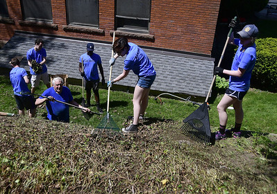 volunteers-pitch-in-on-day-of-caring