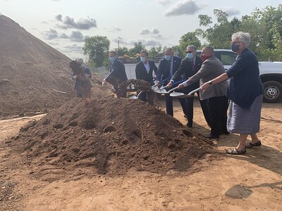 governor-attends-steele-center-groundbreaking