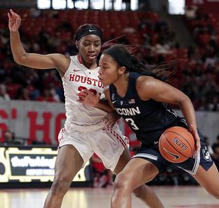 no-hesitation-as-uconn-womens-basketballs-walker-bounces-back-vs-cougars