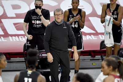 poffenbarger-makes-an-early-debut-for-uconn-womens-basketball