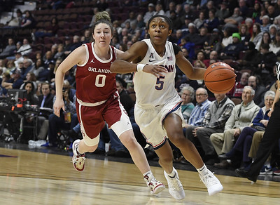 nelsonododa-has-27-points-15-rebounds-as-uconn-womens-basketball-routs-oklahoma-without-auriemma