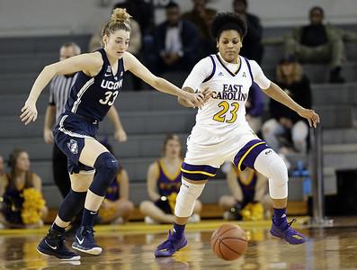 samuelson-leads-uconn-womens-basketball-to-easy-win-over-east-carolina