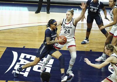 auriemma-wants-uconn-womens-basketball-to-emphasize-communication-defense