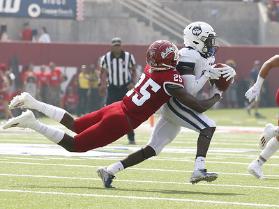 fresno-state-blows-past-uconn-in-lopsided-season-opener
