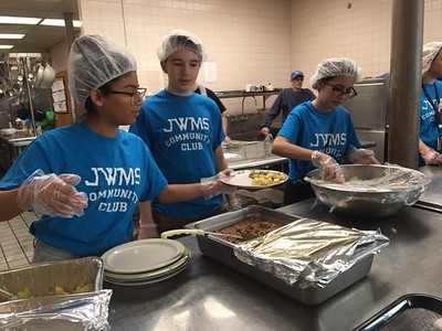 john-wallace-middle-school-students-help-out-at-new-britains-friendship-center