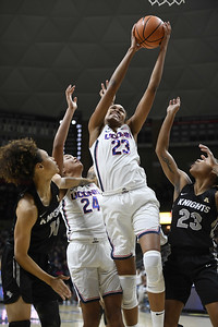 stevens-leads-uconn-womens-basketball-past-ucf-for-100th-straight-regular-season-win