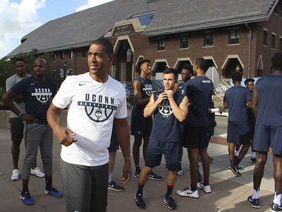 uconn-mens-basketball-coach-ollie-distances-program-from-ongoing-national-corruption-probe