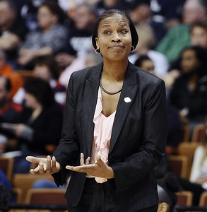 interim-tag-taken-off-elliots-role-as-she-returns-to-uconn-womens-basketball-staff