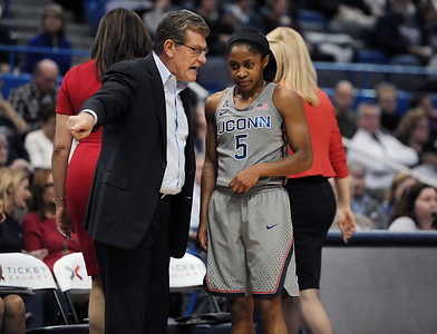 dangerfield-sharing-experience-with-uconn-womens-basketball-team-usa-squads