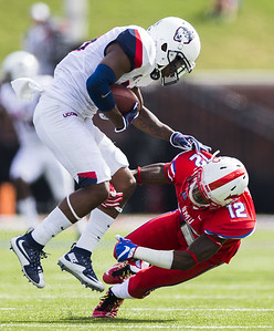 uconn-football-gives-up-three-fourth-quarter-touchdowns-in-loss-to-smu