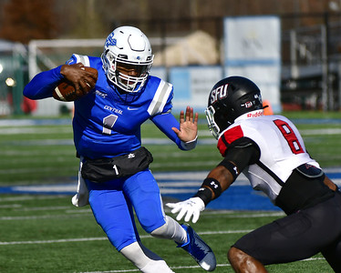 analysis-no-1819-ccsu-footballs-offense-making-necessary-plays-to-come-away-with-wins